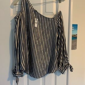 NWT Express cold shoulder/off the shoulder top